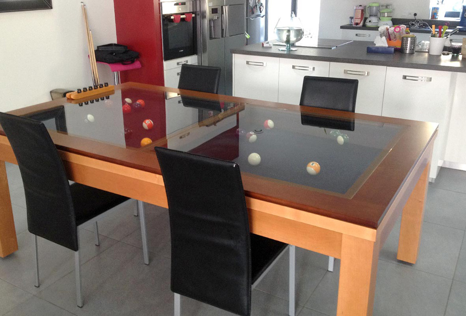 Table de billard Néo contemporain de Billards Bréton avec un plateau en verre