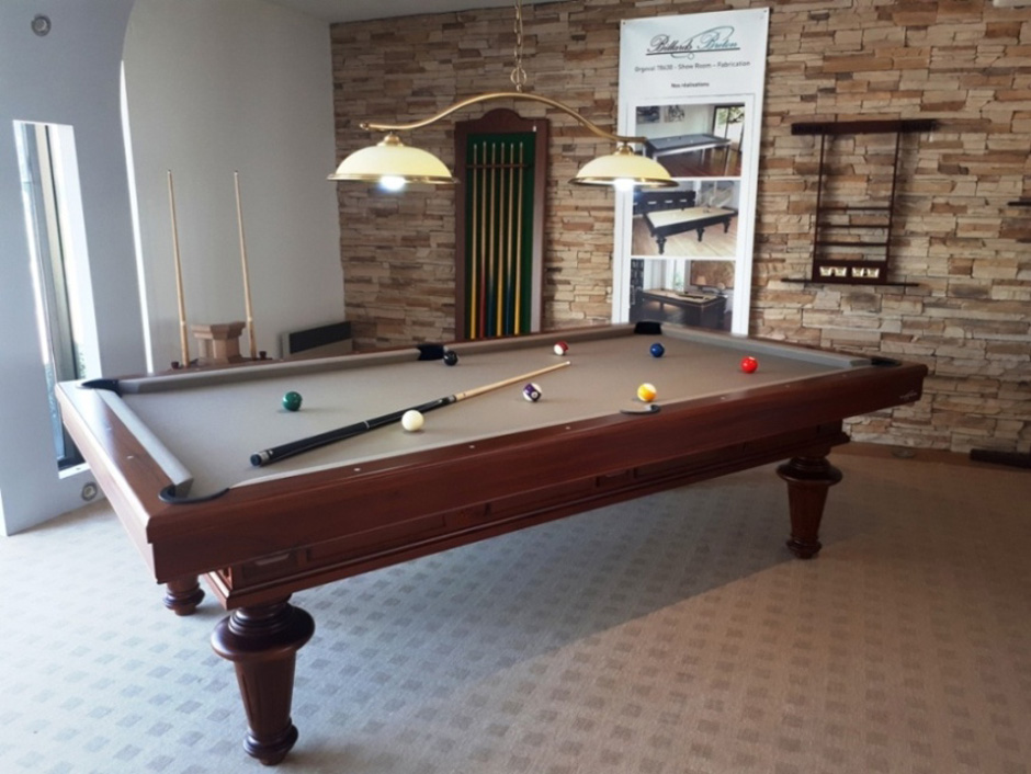 Table de billard bréton prestige dans un salon