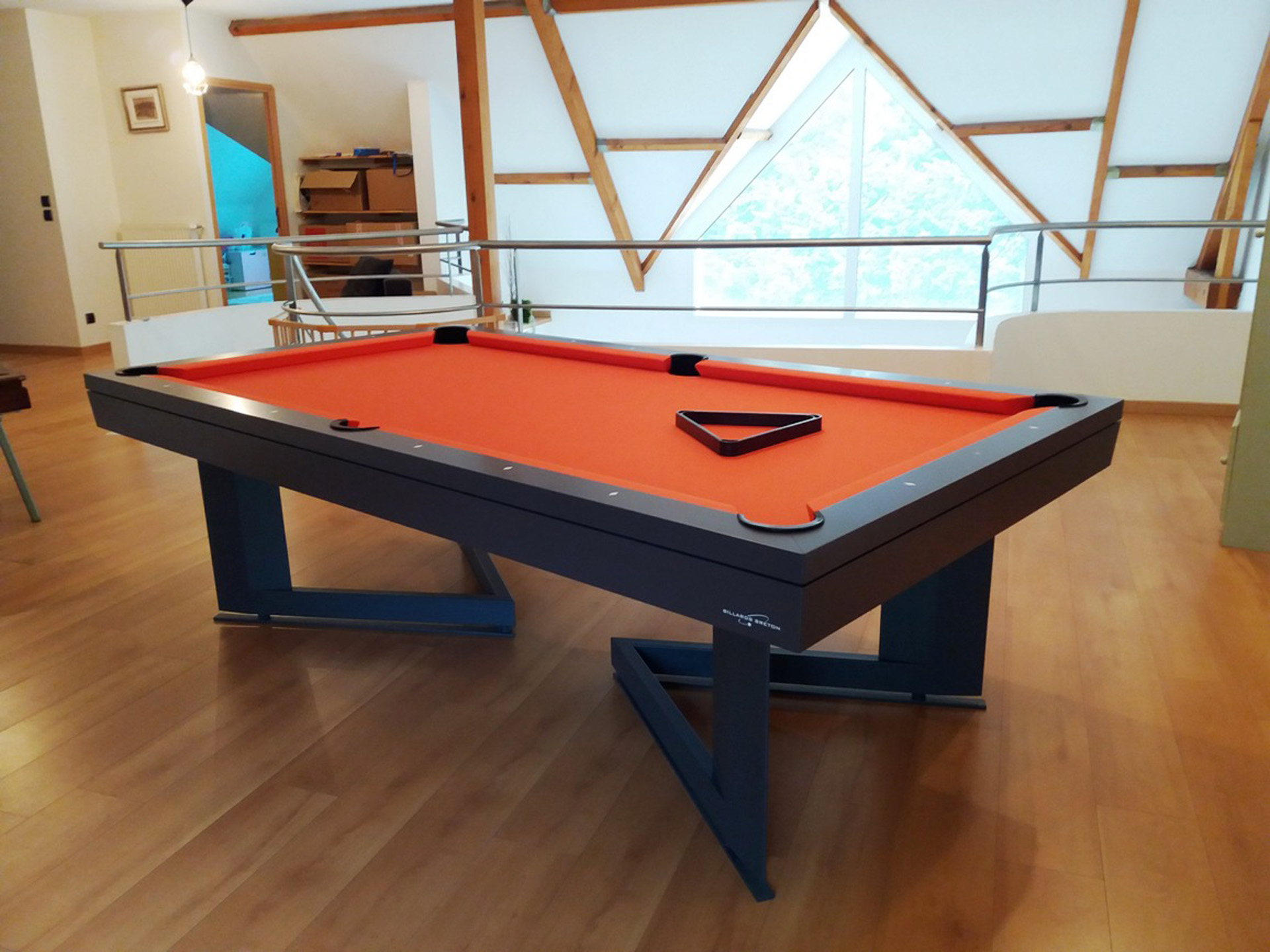 Table de billard Break design orange de Billards Bréton